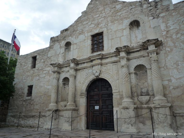 The alamo is closed (by PipperL)