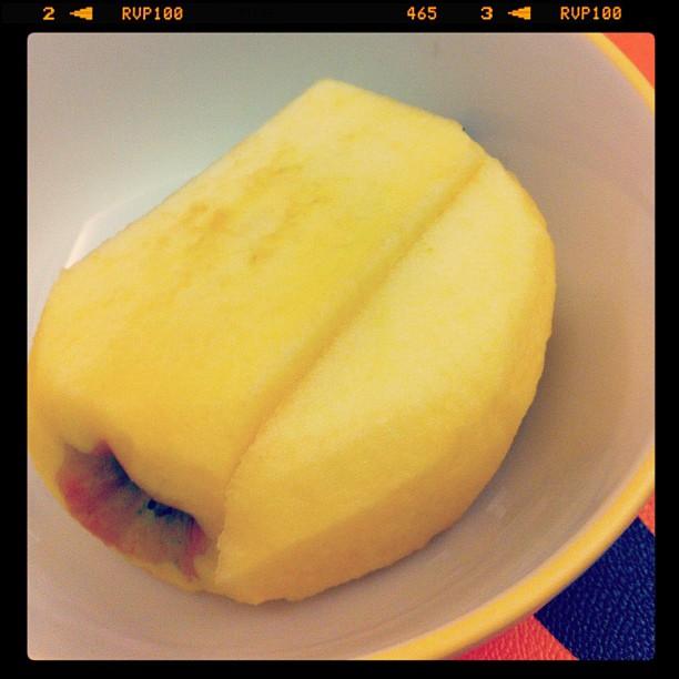 指導教授看了網誌文章後,今天我的蘋果多了一塊,不再是方形的了。 #blogchangeworld
