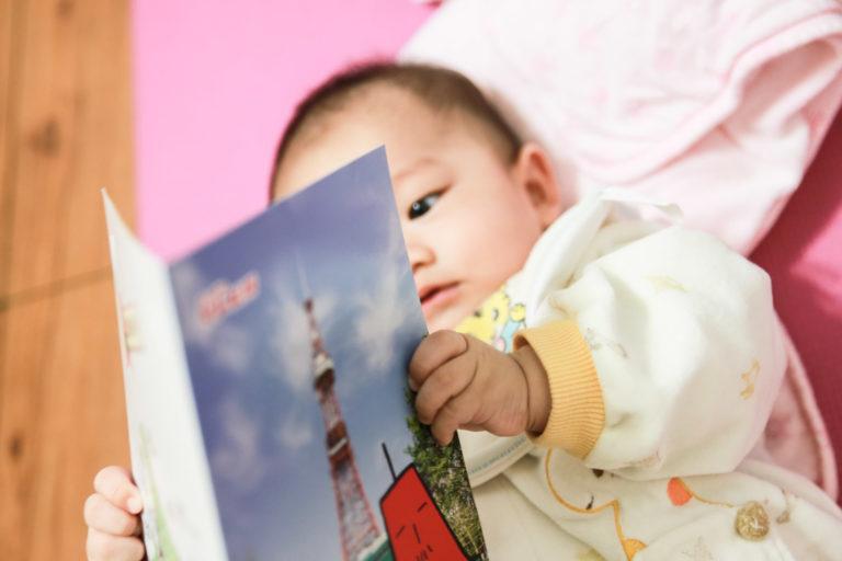 Reading....然後下一秒往嘴裡塞。
