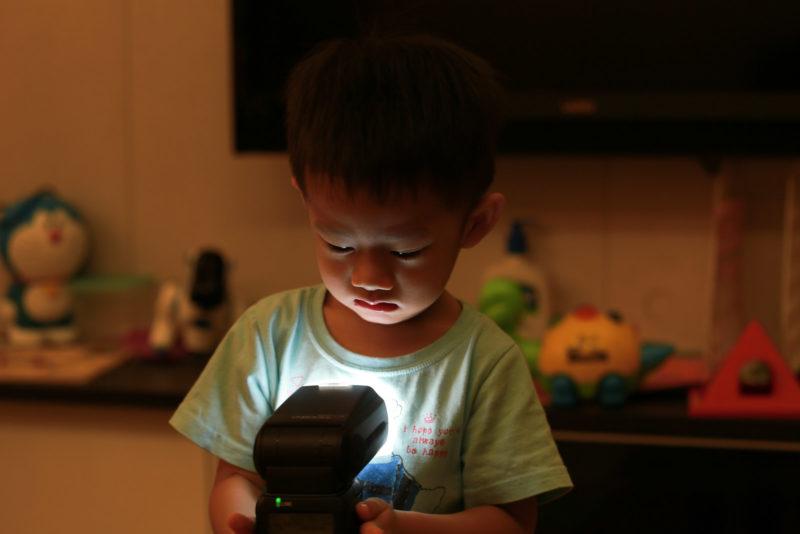 孩子的閃燈玩具。